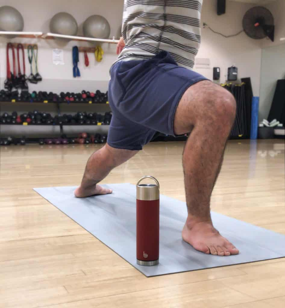 Man doing yoga with his Be Bottle